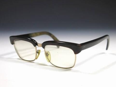 ベッ甲メガネを買取いたします。