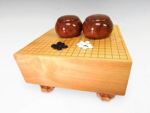 囲碁盤・碁石を買取いたします。