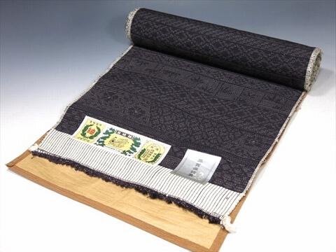 結城紬の反物を買取いたします。